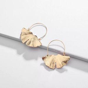 NEW 🌸 Gold Ginko leaf hoop earring